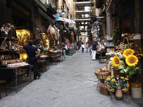 Via de San Gregorio Armeno