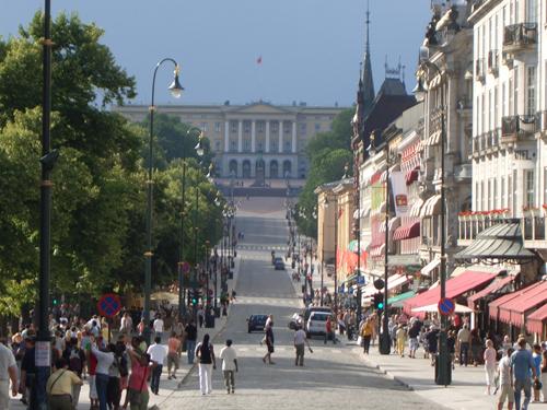 Calle Karl Johan, al fondo el Palacio Real
