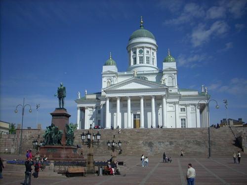 Plaza del Senado y Catedral luterana