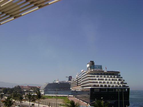 Cruceros en el puerto de Arrecife